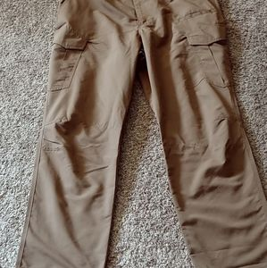 5.11 Tactical dark chino color 42X32